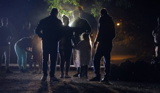 A Border Patrol agent is seen speaking with a Venezuelan family seeking asylum in Del Rio, Texas, on May 19.