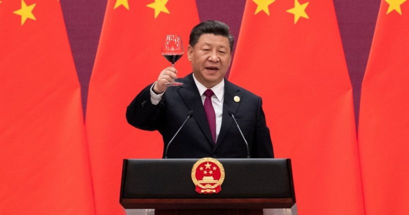 Chinese President Xi Jinping raises his glass and proposes a toast during the welcome banquet for visiting leaders attending the Belt and Road Forum at the Great Hall of the People in Beijing on April 26, 2019.