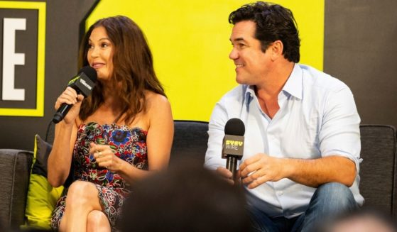 Dean Cain, right, and Teri Hatcher, left, answer questions at New York Comic Con on Oct. 6, 2018.